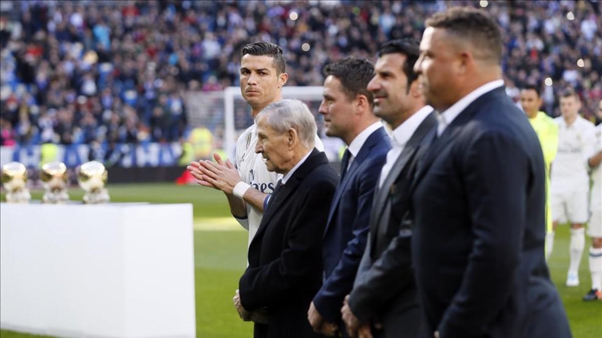 Las leyendas con Balón de Oro del Real Madrid. (EFE)