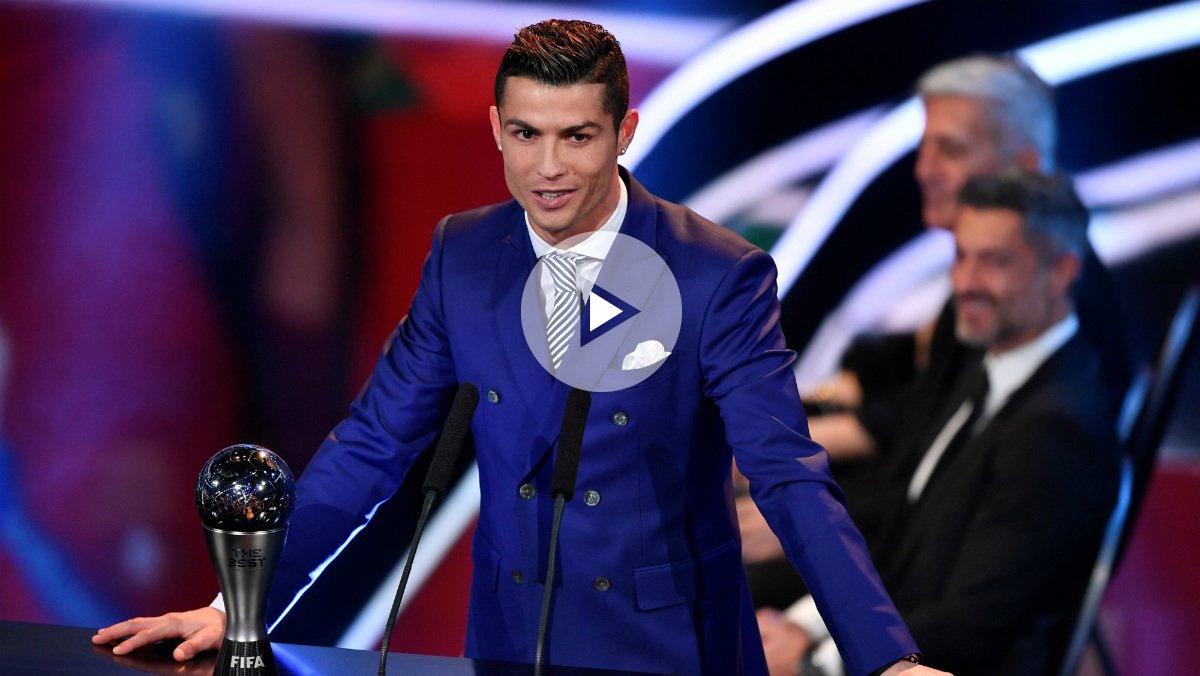 Cristiano Ronaldo da su discurso en la gala The Best de la FIFA. (afp)
