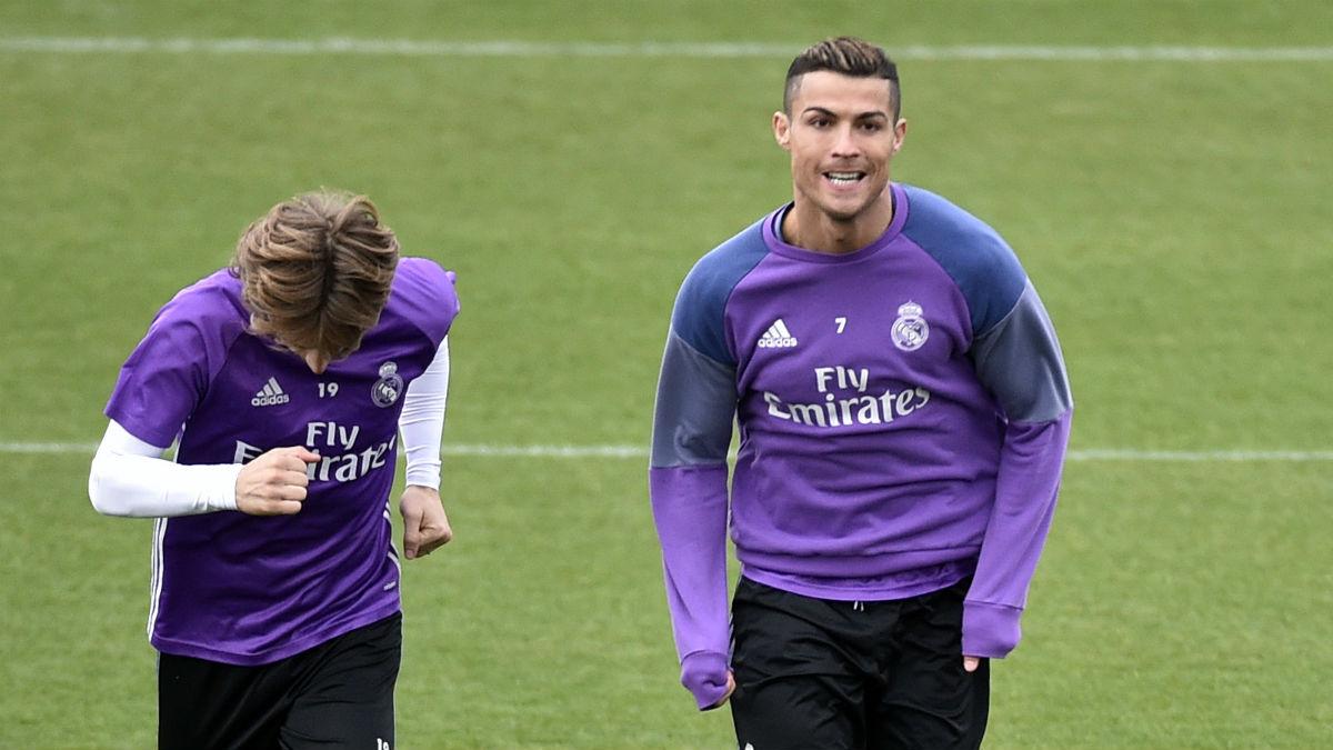 Modric y Cristiano Ronaldo, en un entrenamiento. (AFP)
