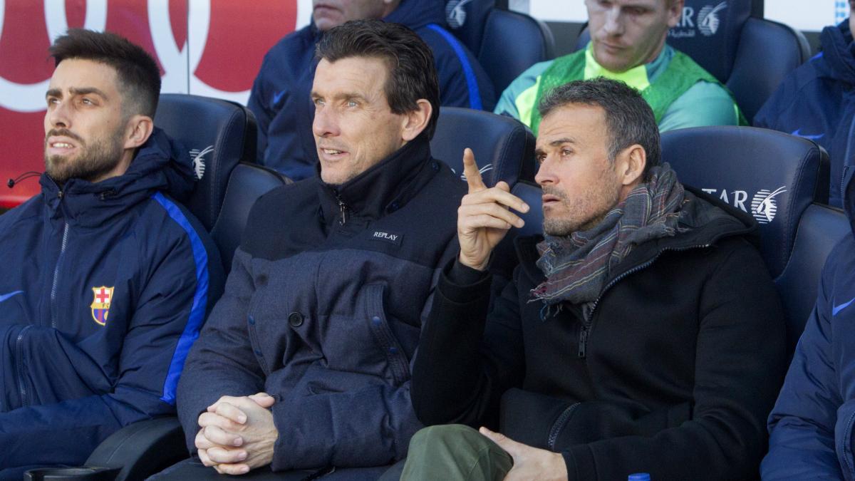 Luis Enrique y Juan Carlos Unzué, en el banquillo durante el Barcelona-Las Palmas. (EFE)