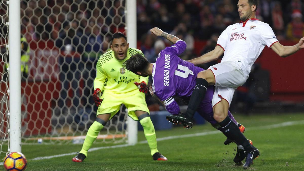 Keylor Navas, en el partido contra el Sevilla. (EFE)