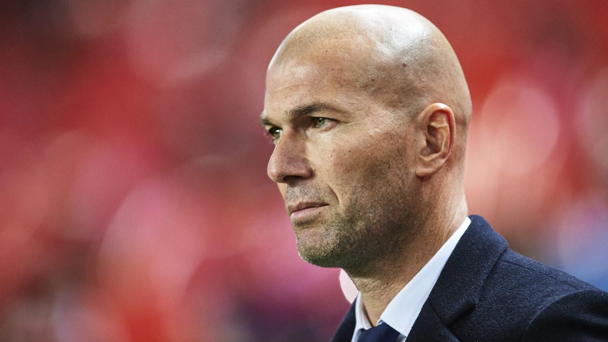 Zidane, con gesto serio en el Pizjuán. (Getty)