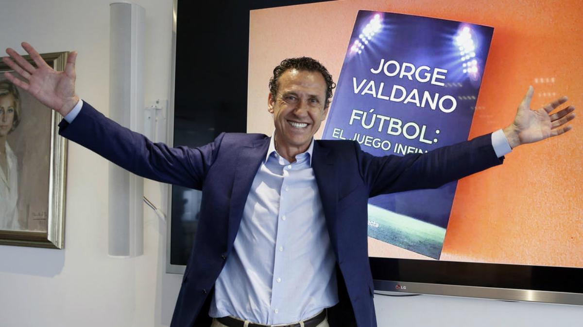 Jorge Valdano volvió a ser protagonista en un partido del Barcelona. (EFE)