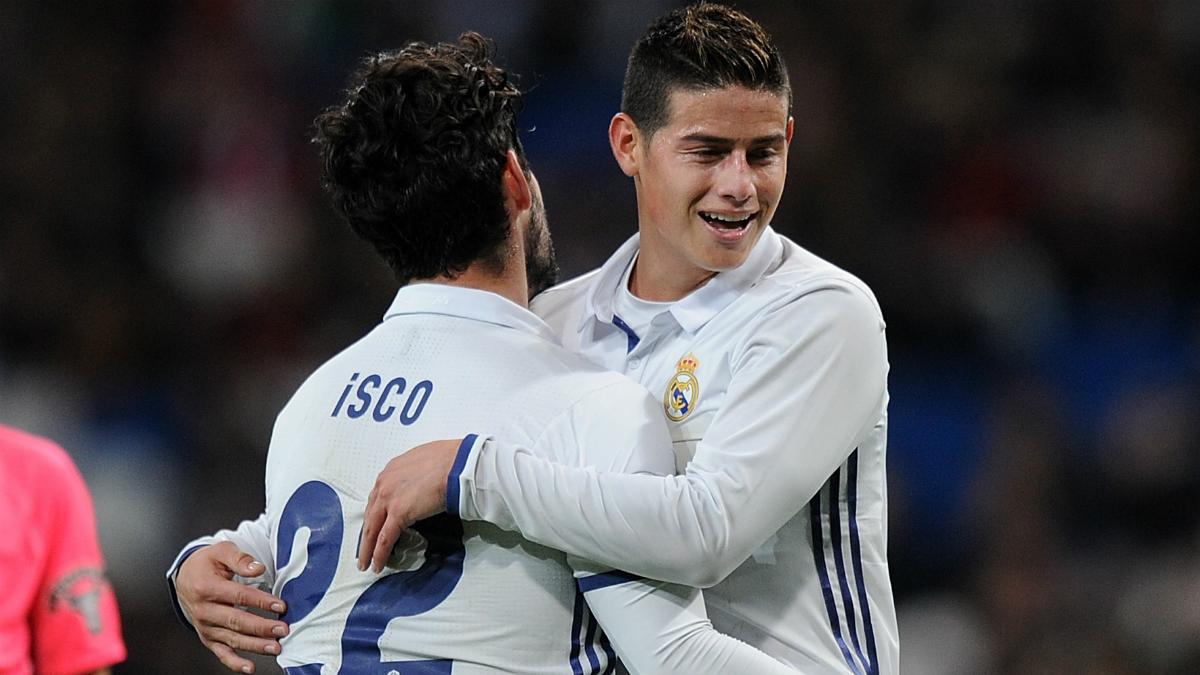 Isco y James celebran uno de los goles a la Cultural Leonesa. (AFP)