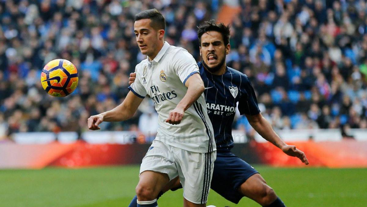 Lucas Vázquez controla un balón contra el Málaga. (realmadrid.com)