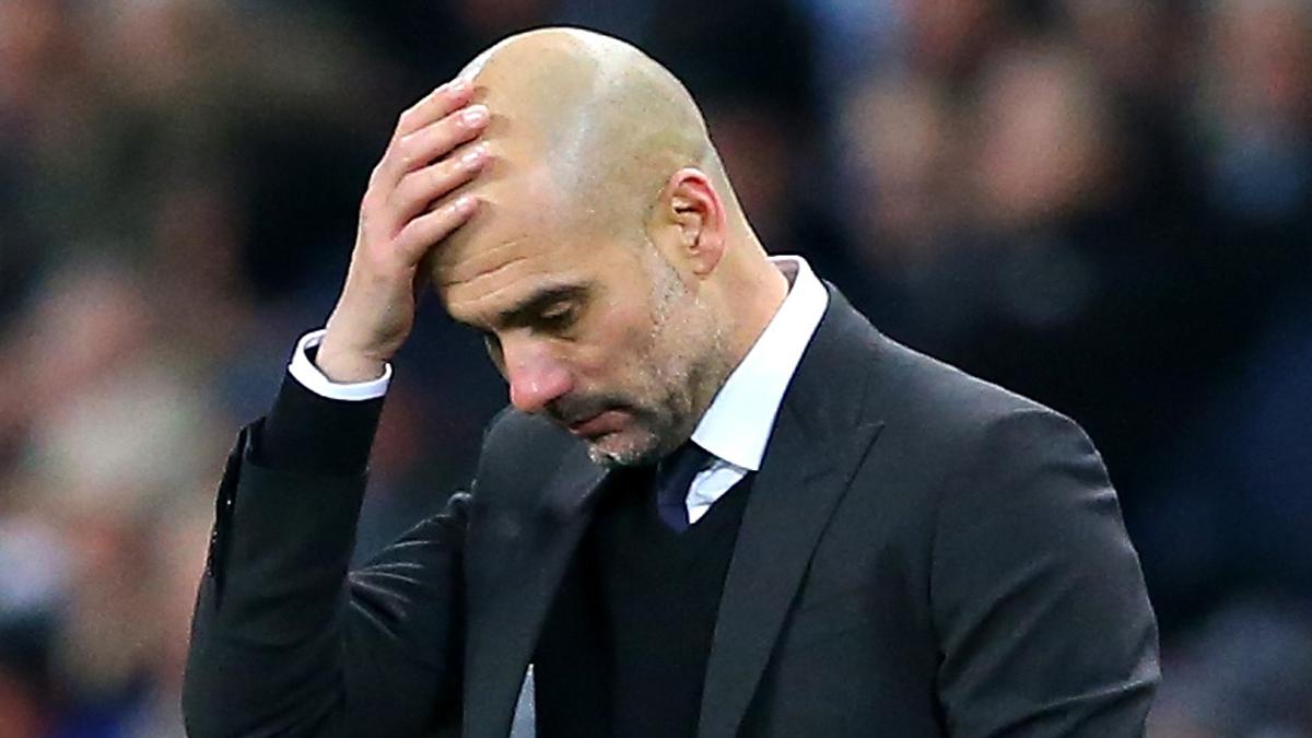 Guardiola, cabizbajo durante el Manchester City vs Tottenham.