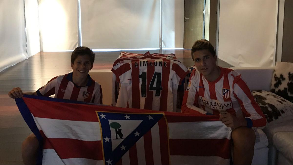 Gianluca Simeone, a la derecha, con la camiseta del Atlético. (Twitter)