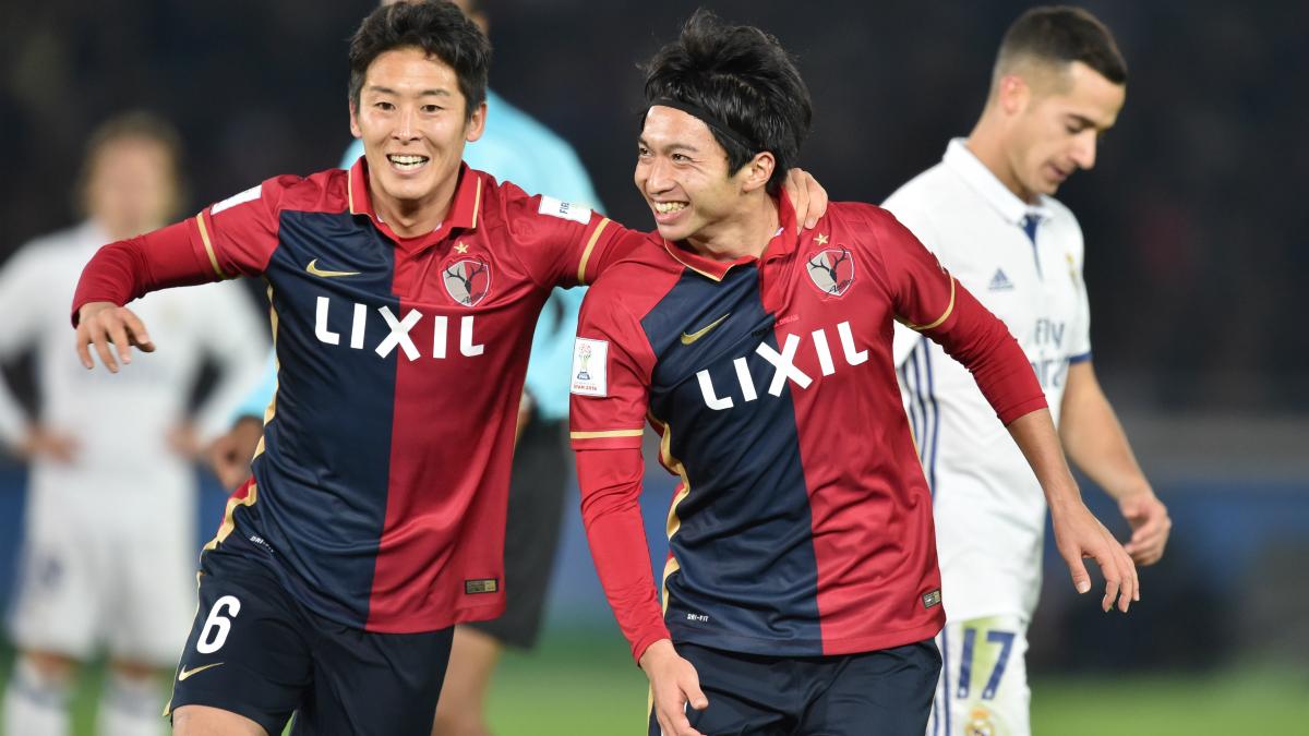 Shibasaki, a la derecha, celebra uno de sus dos goles al Real Madrid. (AFP)