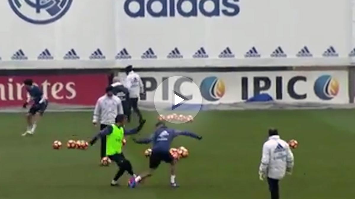 Achraf dejó a Coentrao en mal lugar en el entrenamiento del Madrid.