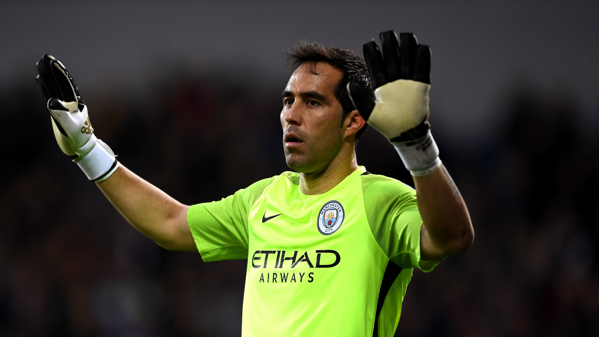 Claudio Bravo, en un partido con el Manchester City. (Getty)