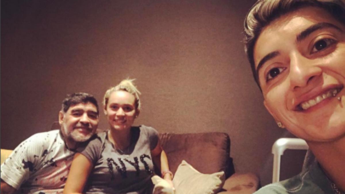 Maradona y su novia antes de viajar a Madrid. (Instagram)
