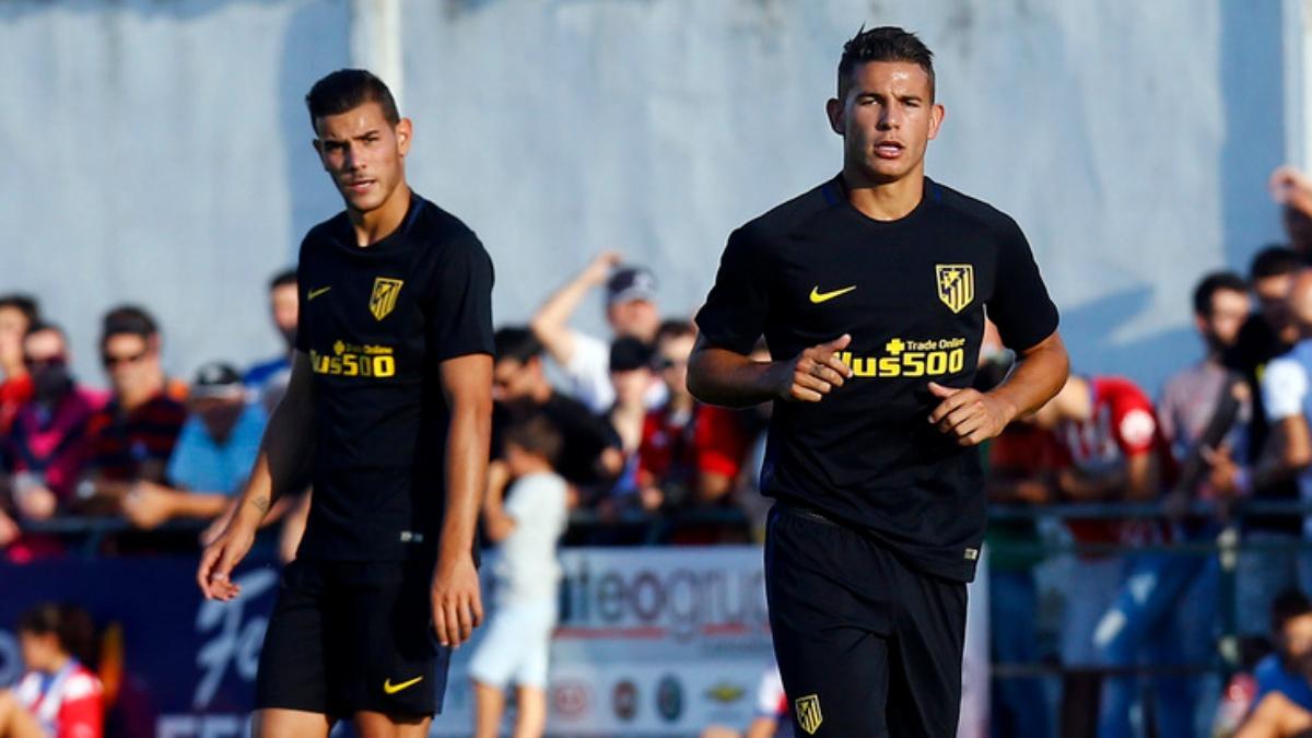 Lucas y Theo Hernández durante un encuentro en pretemporada