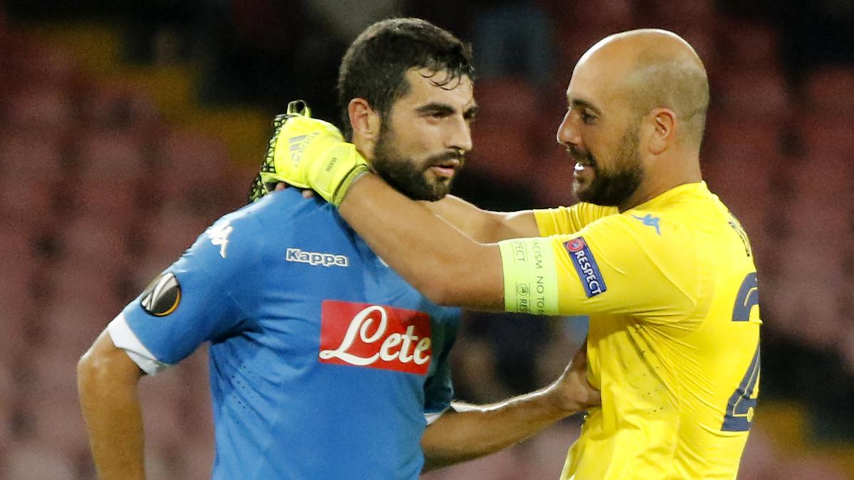 Albiol y Reina, durante un partido del Nápoles.
