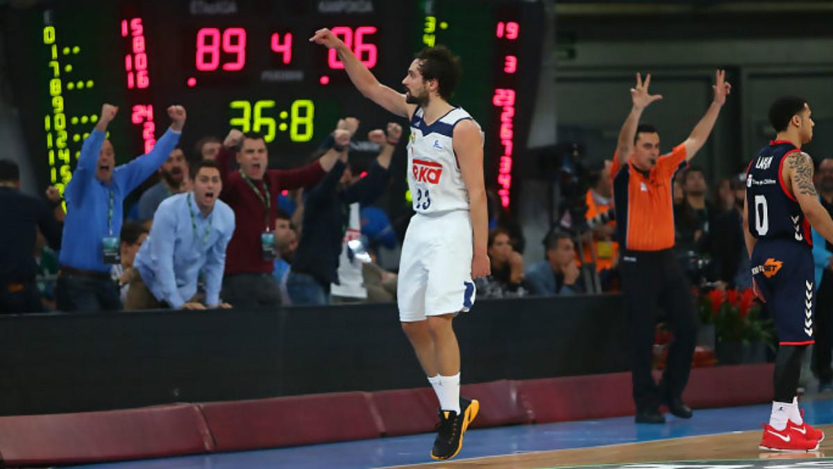 Sergio Llull celebra el triple que llevó el partido a la prórroga. (ACB.com)