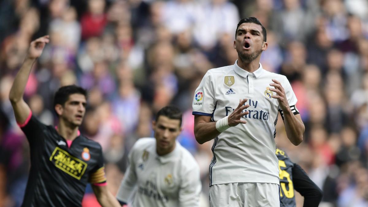 Pepe, en uno de sus últimos partidos con la camiseta del Real Madrid.
