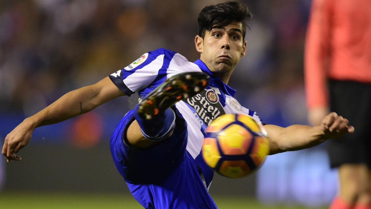 Juanfran, en un partido con el Deportivo. (AFP)