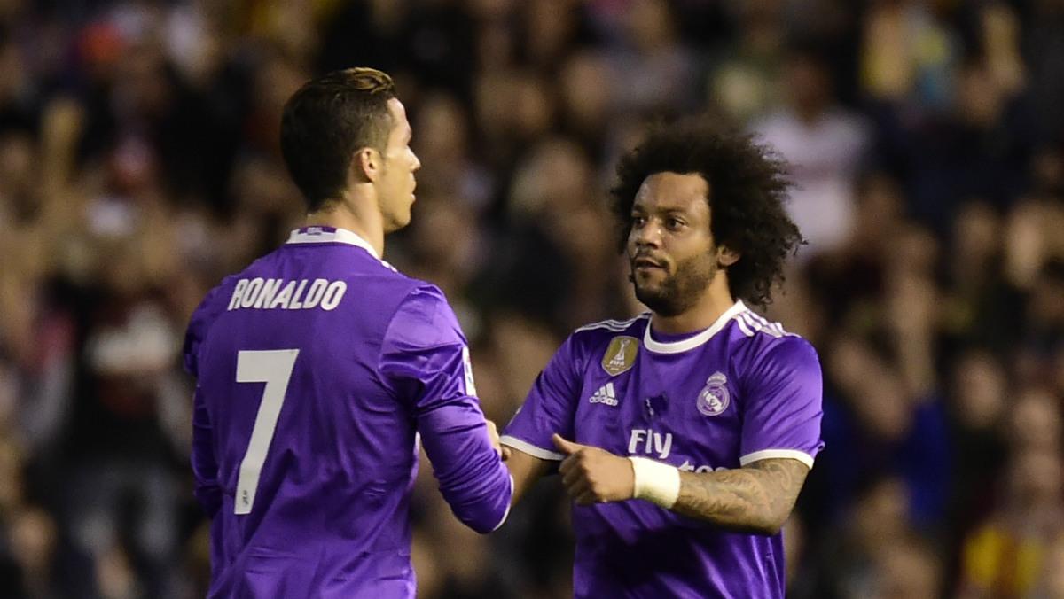 Marcelo felicita a Cristiano en un partido de esta temporada. (AFP)