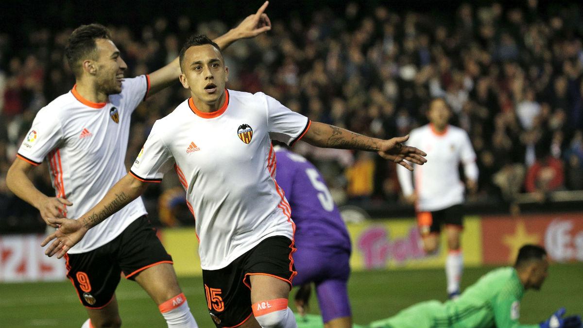 Orellana celebra el 2-0 del Valencia. (EFE)