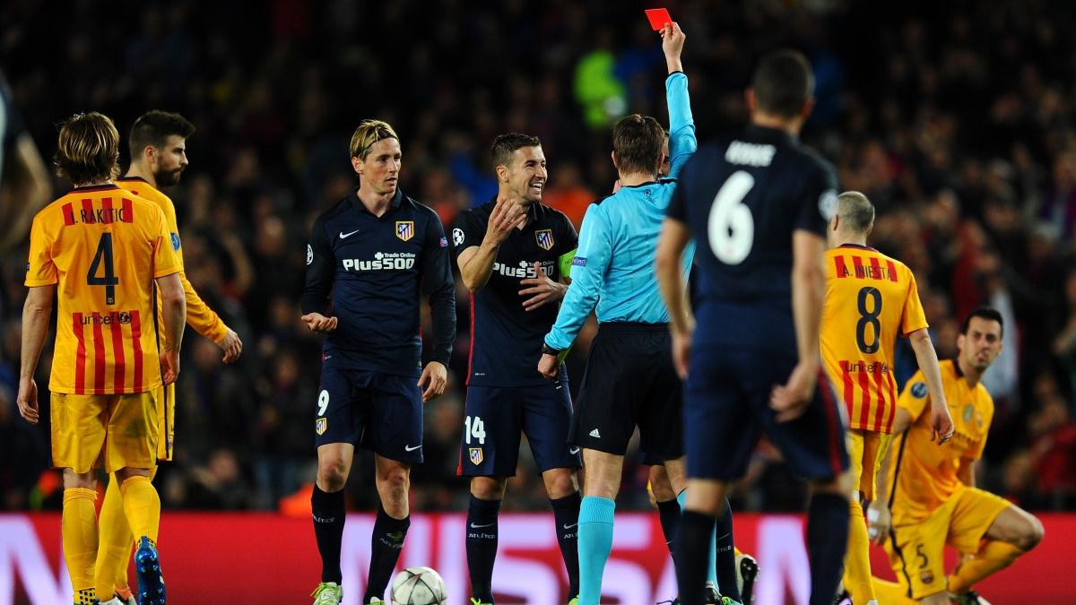 Fernando Torres es expulsado rigurosamente en un Barcelona vs Atlético de Madrid