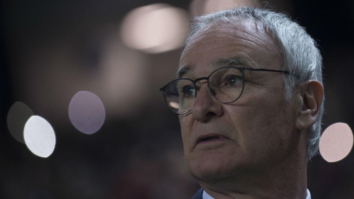 Claudio Ranieri se despide del Leicester. (AFP)