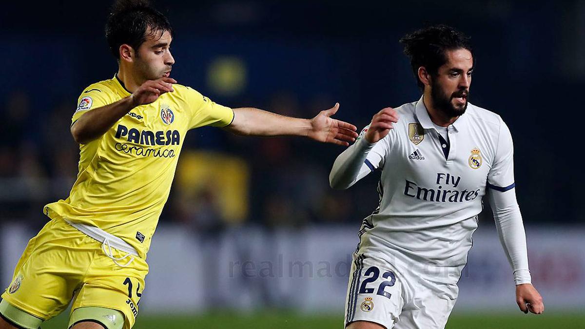 Isco, peleando con Trigueros durante el Villarreal vs Real Madrid.