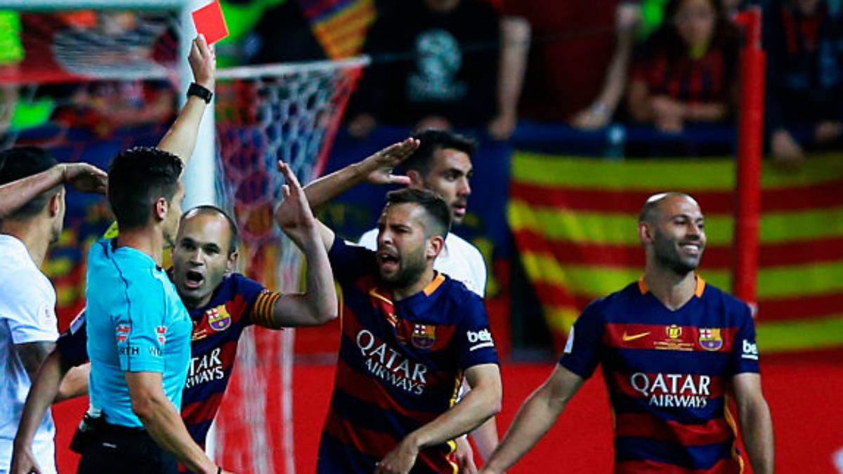 Mascherano ve la roja en la final de la pasada Copa. (Getty Images)