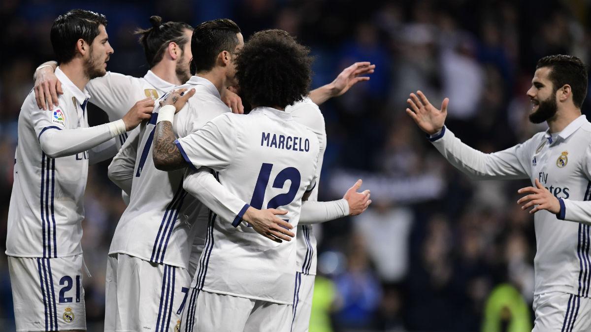 Los jugadores del Real Madrid celebran un gol. (AFP)