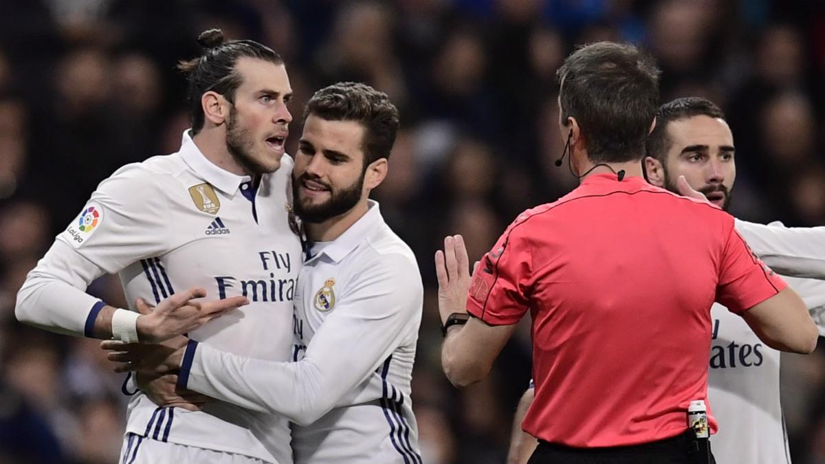 Gareth Bale protesta su expulsión ante Las Palmas. (AFP)
