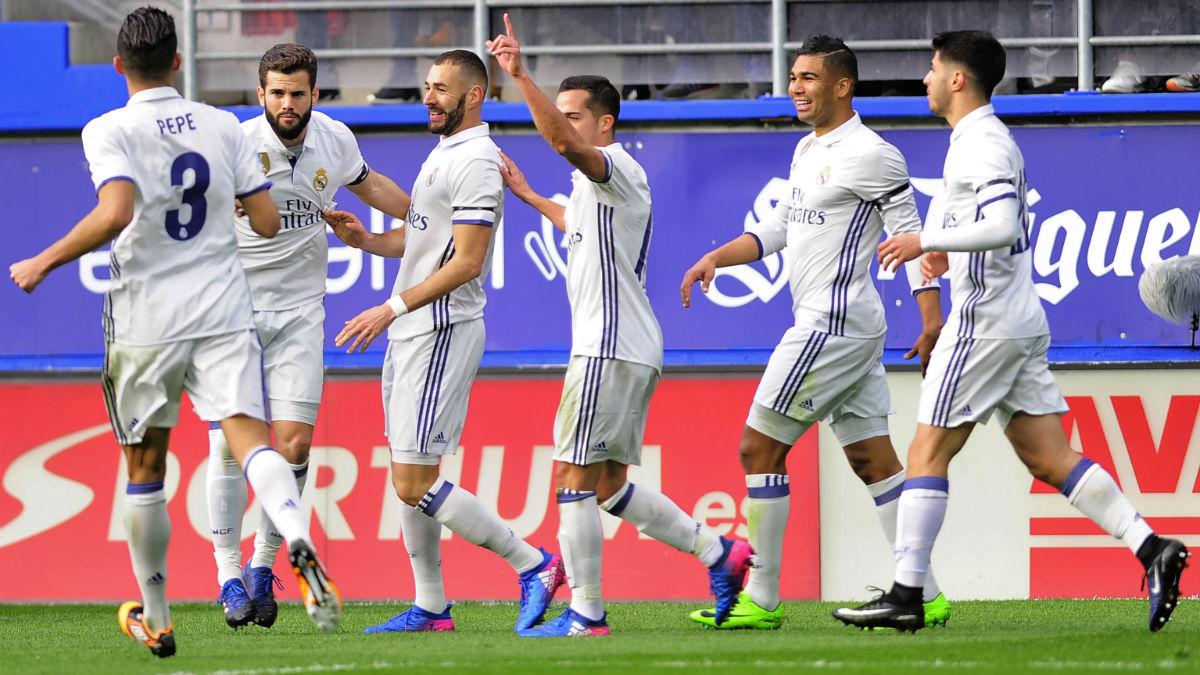 Los jugadores del Real Madrid celebran el 0-1. (AFP)