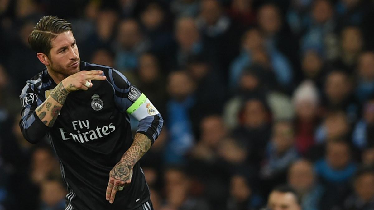 Ramos celebra uno de sus dos goles en Nápoles. (AFP)