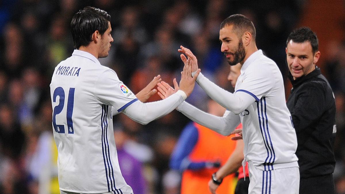 Morata se saluda con Benzema. (Getty)