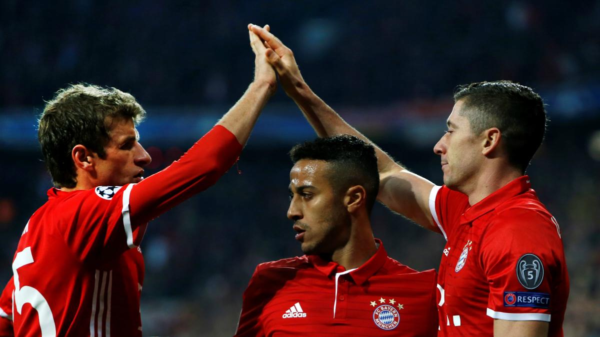 Muller, Lewandowski y Thiago, tres de los grandes peligros del Bayern. (Getty)