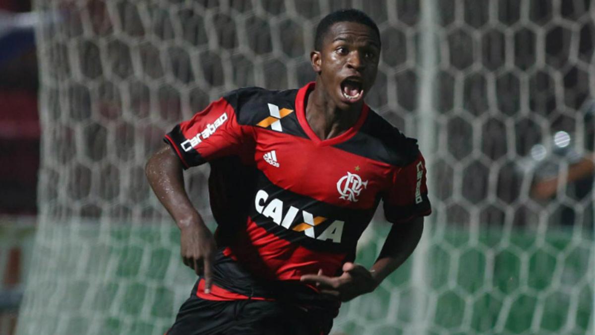 Vinicius Junior celebra un gol con el Flamengo.