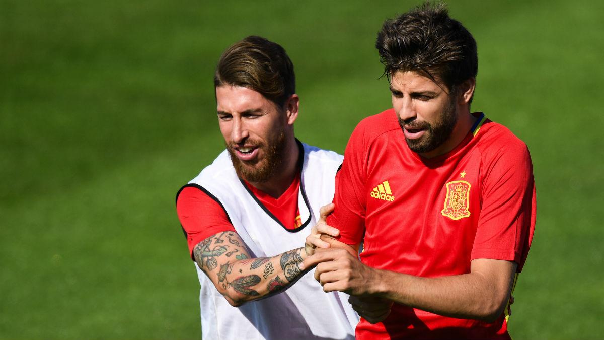Sergio Ramos y Piqué, en un entrenamiento con la selección española.