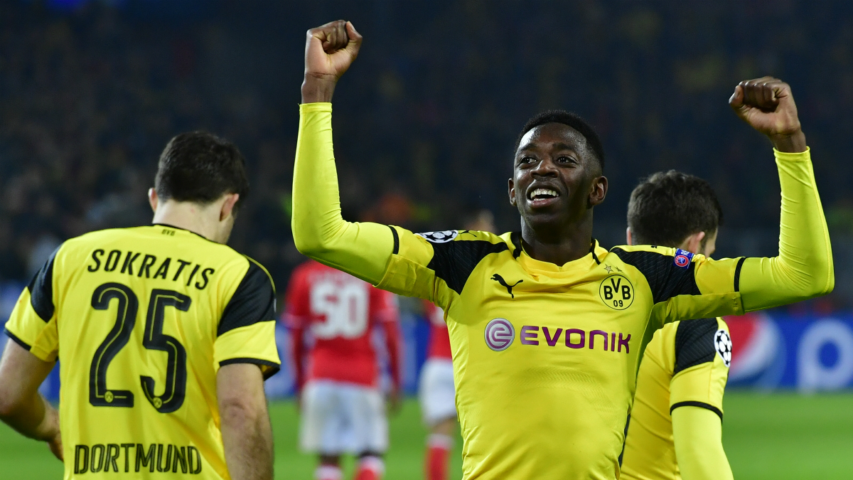 Dembélé celebra un gol con el Dortmund. (AFP)