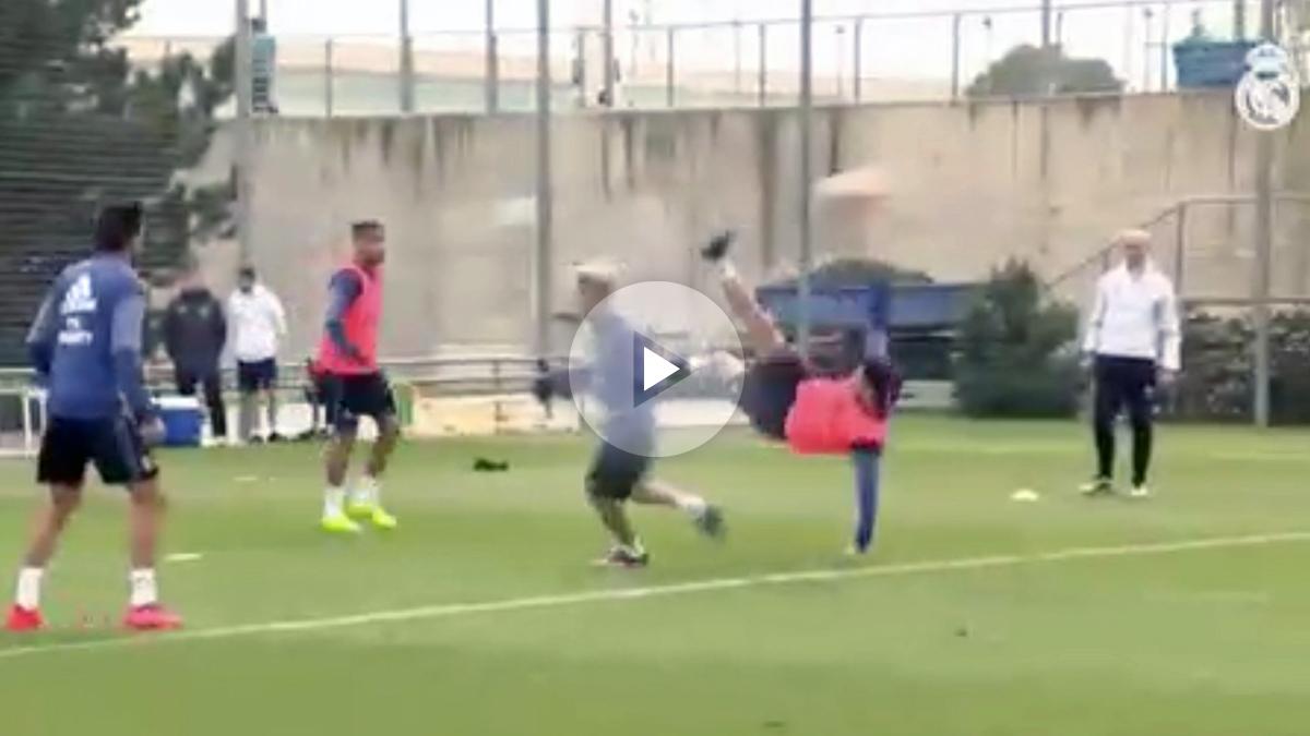 Enzo Zidane hace un golazo de chilena.