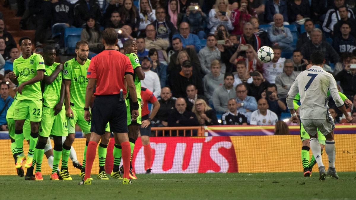 Cristiano Ronaldo marca de falta directa frente al Sporting de Portugal