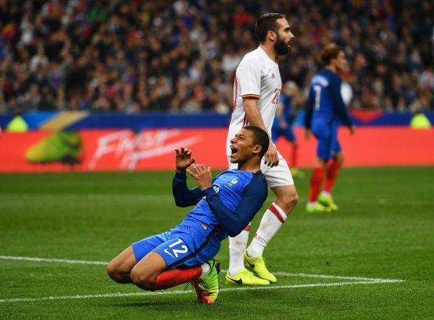 Mbappé fue sustituido a la hora de partido. (Getty)