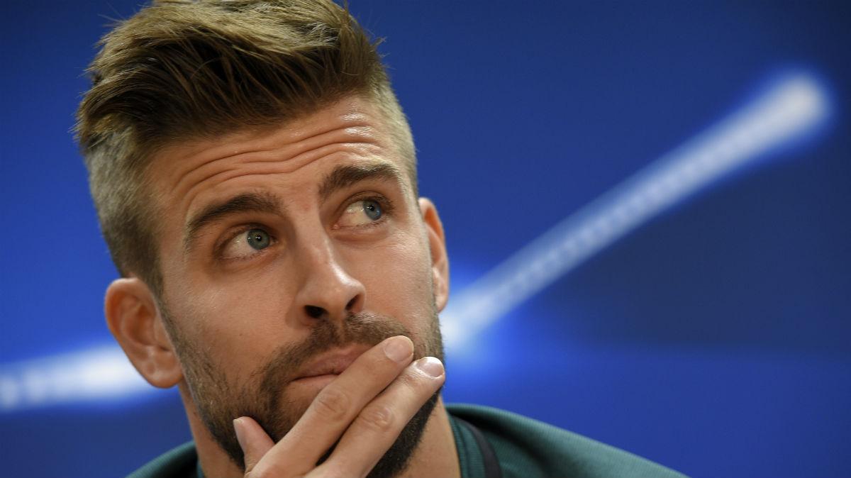 Pique durante una rueda de prensa con el Barcelona. (AFP)