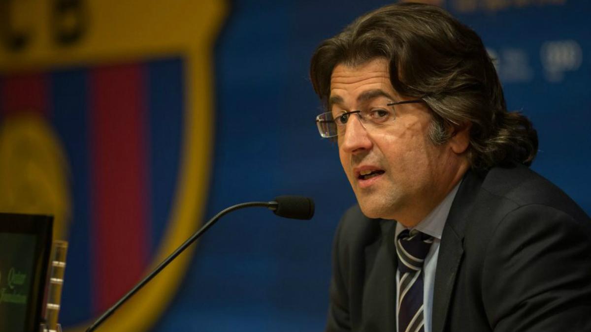Toni Freixa, en una rueda de prensa con el Barcelona.