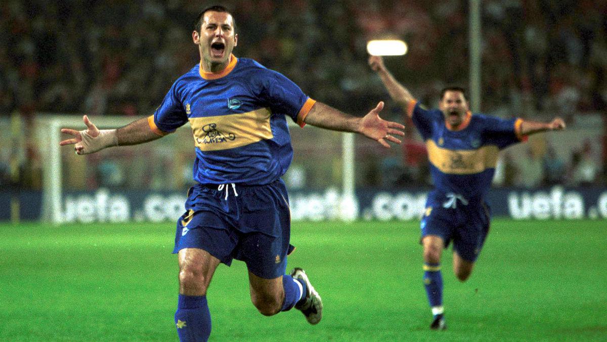 Javi Moreno, leyenda del Alavés, celebra un tanto en la final de Dormtund. (Getty)