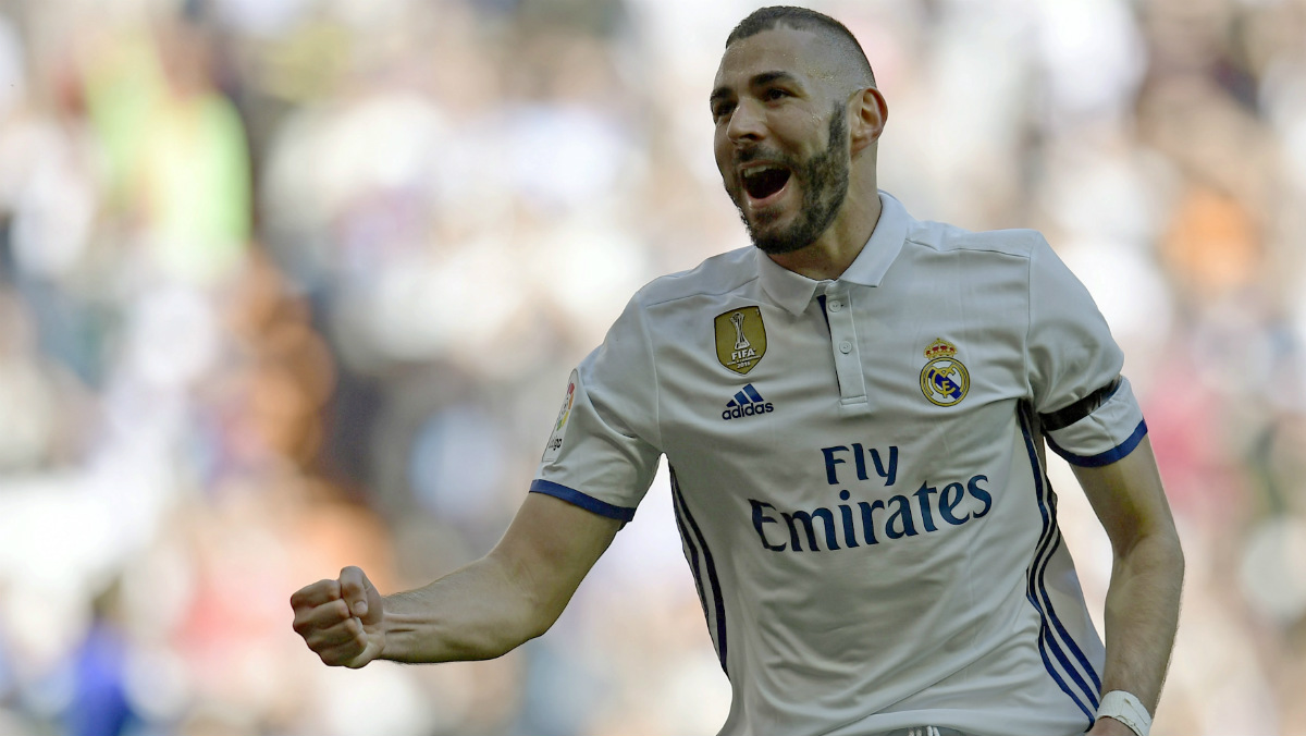 Benzema se llevó la ovación del Bernabéu. (Getty)
