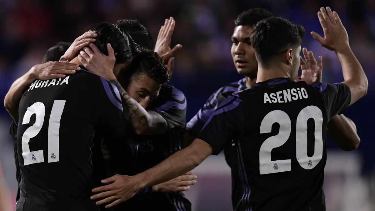 Los jugadores del Madrid celebran uno de los goles en Butarque. (AFP)