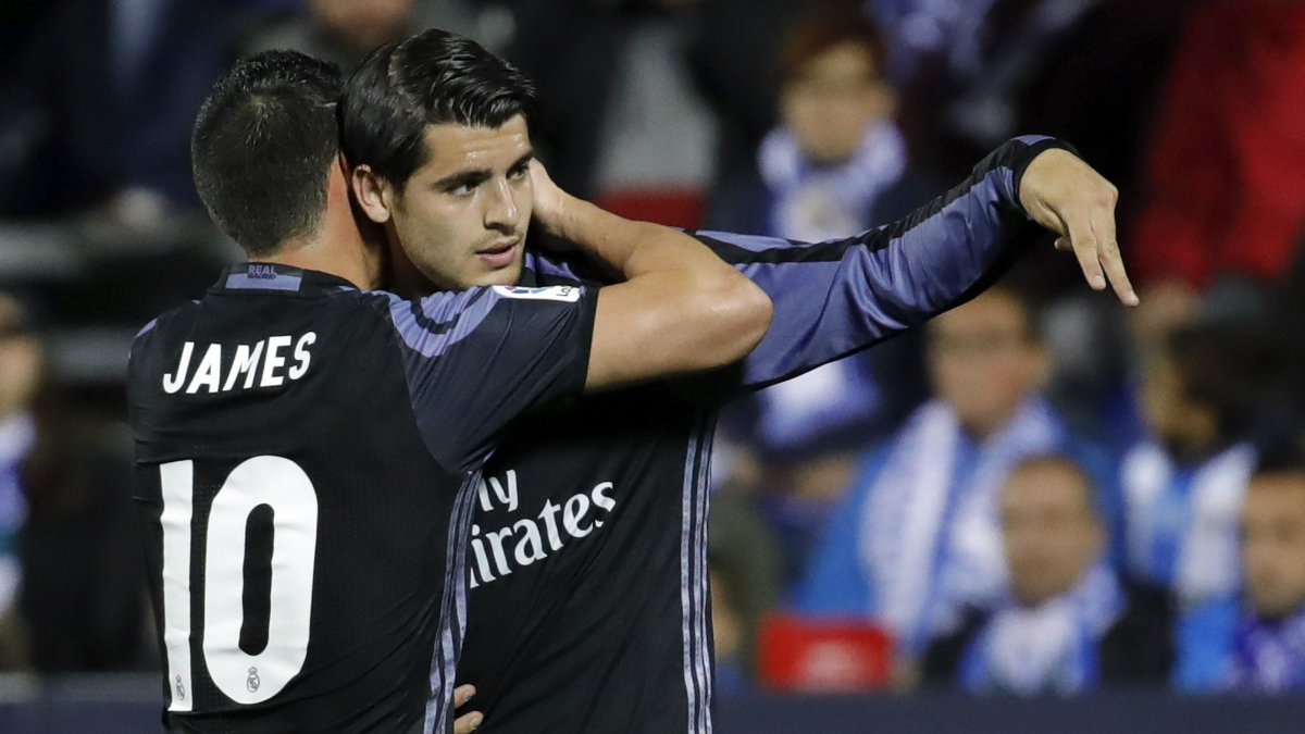 Morata celebra con James uno de sus goles al Leganés. (EFE)