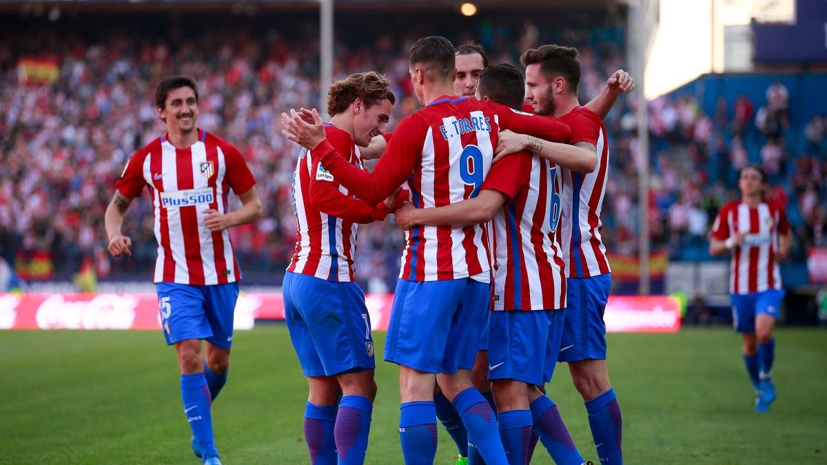 Los futbolistas del Atlético celebran un gol ante el Sevilla