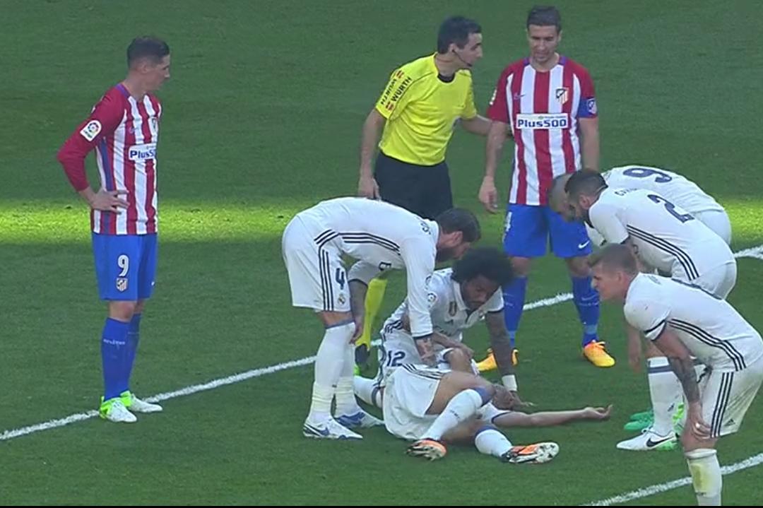 Los compañeros se preocupan por Pepe.