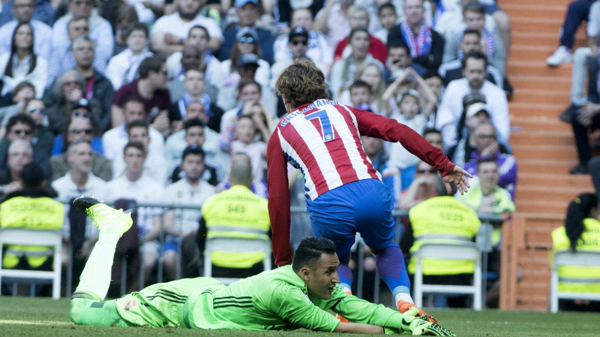 Cara y cruz para Keylor Navas ante el Atlético. (AFP)