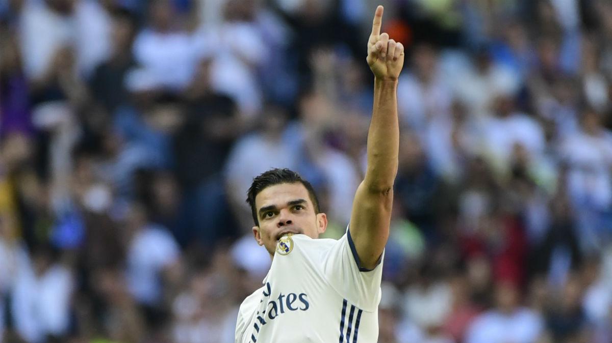 Pepe celebra su gol ante el Atlético de Madrid. (AFP)