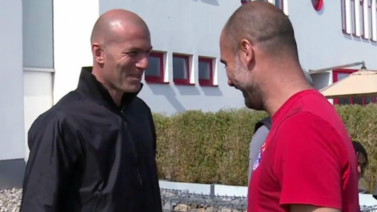 Zidane saluda a Guardiola en su visita a Múnich. (Twitter)