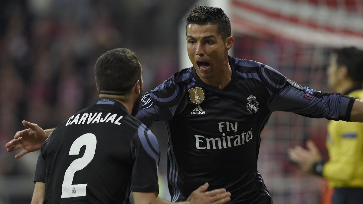 Cristiano y Carvajal celebran el primer gol del Real Madrid (AFP).